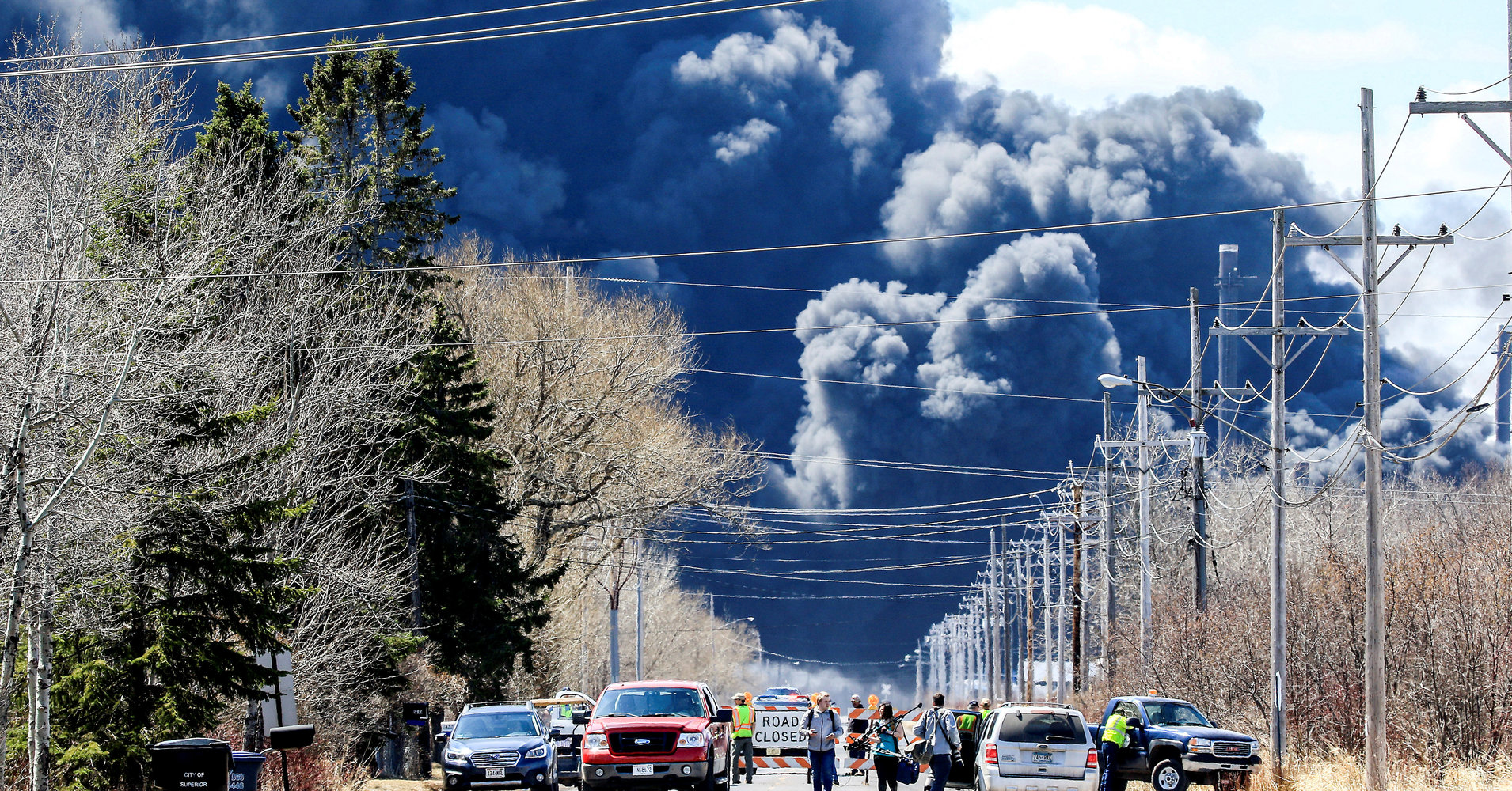 Investigators Search For Cause Of Wisconsin Oil Refinery Explosion